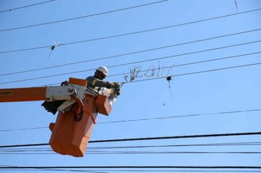 Pais devem ficar atentos aos perigos de pipas perto da rede elétrica