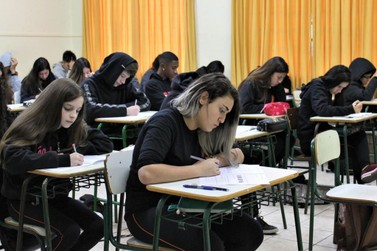 Mais de 1,2 milhão de alunos farão a Prova Paraná nesta terça-feira (18)