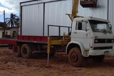 Caminhão munck é furtado em obra na região de Paraíso do Norte