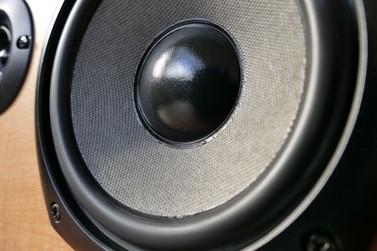 Homem é preso após ameaçar vizinha e se recusar a abaixar o volume do som