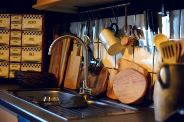 Ladrões furtam 50 copos, 17 panelas e 30 talheres de madeira na Chácara Jaraguá