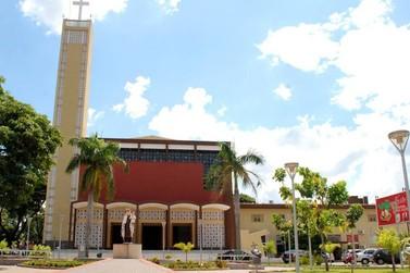 Domingo de Ramos: paróquia São Sebastião realiza benção por drive thru