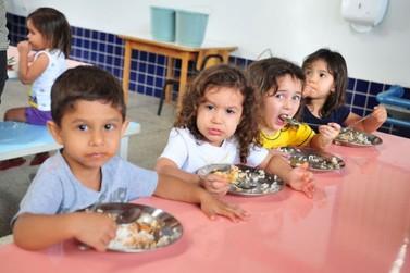 Famílias de alunos da rede municipal receberão kit de alimentação nesta terça