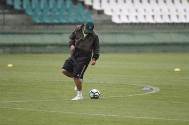 Saúde autoriza treinos físicos para clubes de futebol profissional no Paraná