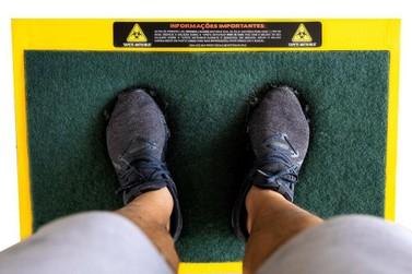 Tapete antivírus ajuda a desinfetar sapatos e é aliado na prevenção à covid-19