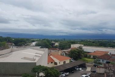 Apesar da previsão de tempo nublado, máximas devem passar dos 30°C em Paranavaí