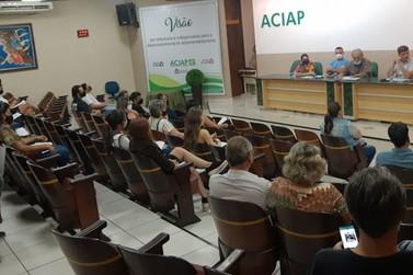 Candidatos a prefeito de Paranavaí participam de Roda de Conversa com servidores
