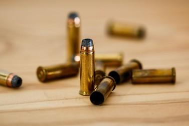 Casa é alvo de tiros no Centro de Tamboara