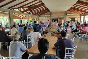 Produtores paralisam colheita da mandioca a partir desta segunda-feira (26)