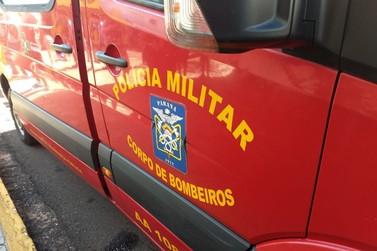 Colisão frontal entre carro e moto deixa dois jovens feridos na PR-492