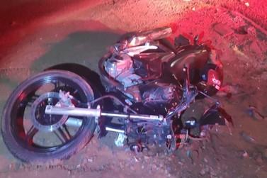 Motociclista morre após colidir com bitrem na PR-182, em Diamante do Norte
