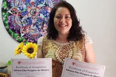 Terapeuta quântica, Adriana Eiko, se especializa em duas novas áreas