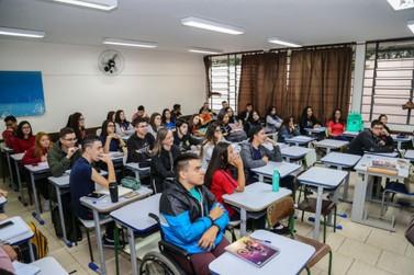 Educação faz pesquisa para saber o que alunos pensam sobre o Ensino Médio
