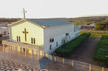 Novos decretos suspendem missas presenciais em duas cidades do noroeste