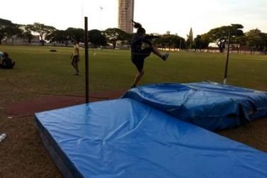 Escolinha de Atletismo retoma treinos nesta segunda (25) com vagas abertas