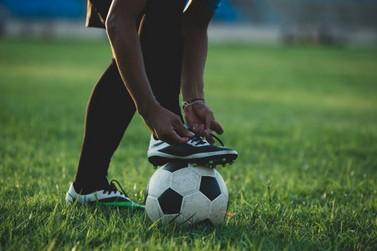Escolinha de futebol de Alto Paraná abre inscrições para crianças e adolescentes