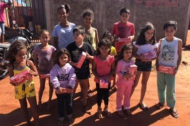 Voluntários arrecadam caixas de bombons para presentear crianças carentes