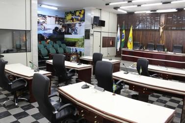 Assessor de vereador é exonerado acusado de acumular cargos públicos