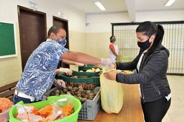 Colégios estaduais fazem nova entrega de alimentos nesta sexta-feira (16)