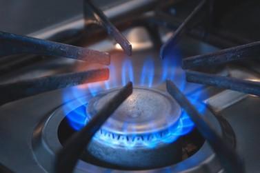 Gás de cozinha pode ser encontrado por até R$ 100 para entrega em casa
