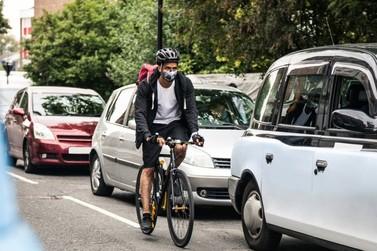 Não reduzir a velocidade ao ultrapassar ciclista agora é infração gravíssima