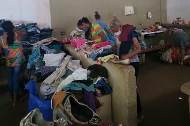 Associação de bairros realiza bazar de doações de roupas e brinquedos