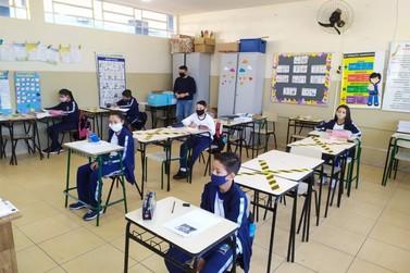 Secretaria de Educação retoma aulas híbridas com turmas de 5º ano em Paranavaí