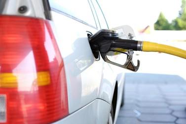 Litro da gasolina comum  é encontrado a até R$5,78 em alguns postos de Paranavaí