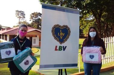 Famílias vulneráveis de Paranavaí recebem cobertores da Legião da Boa Vontade