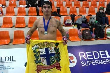 Lutador paranavaiense vence campeonato estadual de kickboxing