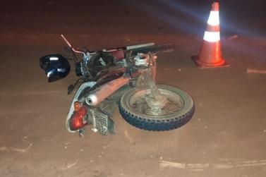 Motociclista morre após bater em carro e ser arremessado na PR-561, em Paranavaí