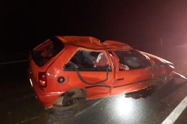 Motorista morre ao ser ejetado do carro em acidente na BR-376, em Alto Paraná