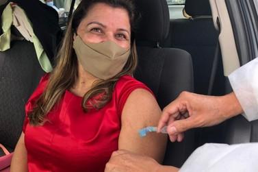 Pessoas a partir de 36 anos serão vacinadas contra a covid-19 nesta segunda (19)