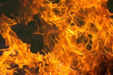 Caminhonete dos Bombeiros é incendiada por criminosos