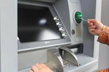 Correntistas da Caixa recebem hoje até R$ 500 do FGTS