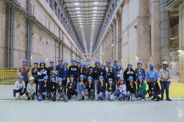 Estudantes visitam Usina Hidrelétrica Jirau