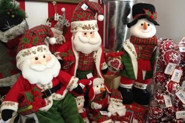 Produtos natalinos invadem lojas do comércio da capital