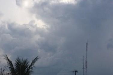 Terça-feira com céu nublado e previsão de chuva