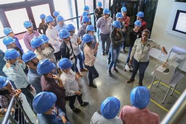Usina Jirau recebe visita de estudantes da Associação Educacional de Cacoal