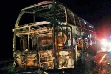 Seis pessoas perdem a vida em choque entre carreta e ônibus na BR-364