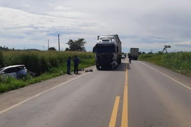 Acidente envolvendo carro e carreta deixa 5 feridos