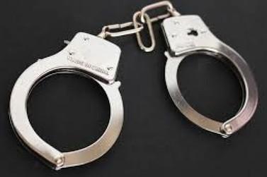 """Dois homens são presos quando tentavam instalar """"gato"""" em empresa"""