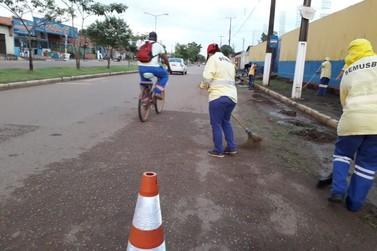 Prefeitura realiza limpeza na Imigrantes e Duque de Caxias