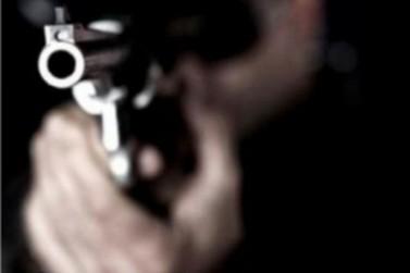 Assaltantes invadem casa e fazem sete pessoas reféns em Porto Velho