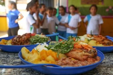 Alunos da rede estadual de ensino recebem segunda parcela do cartão alimentação