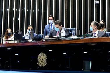 Congresso promulga emenda que adia eleições de 2020 para novembro
