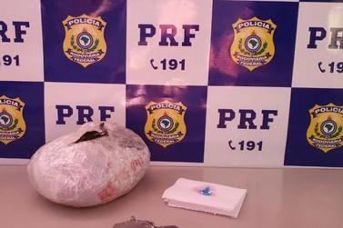 PRF identifica passageiro, em ônibus de saúde, transportando cocaína