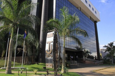 TJ-RO determina fim do pagamento de pensão vitalícia a ex-governadores de RO