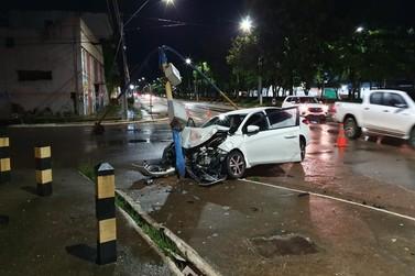 Carro invade preferencial e colide contra outro veículo na av. Jorge Teixeira