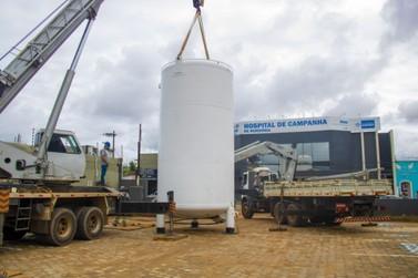 Governo instala tanque de oxigênio e abre novos leitos no Hospital de Campanha